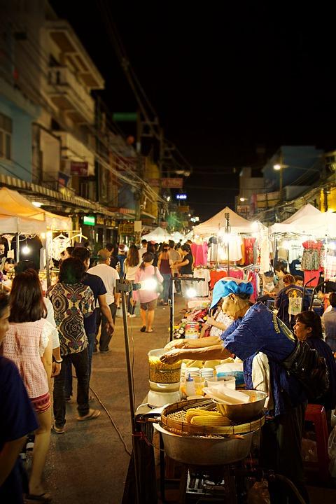 Ночной рынок в Таиланде