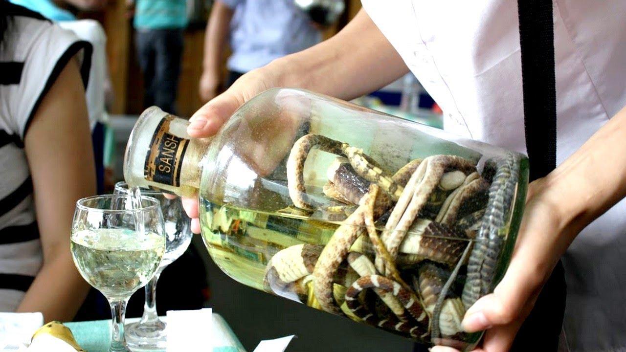 Тайская водка со змеей.
