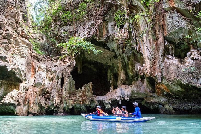 Местные туристы уже отправились путешествовать по Таиланду.